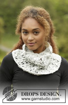 Crochet DROPS neck warmer in Merino Extra Fine with fan pattern. Sizes S - XL. Free pattern by DROPS Design.