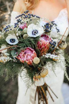 We're a sucker for protea-filled wedding bouquets | Image by  Hanna Photography