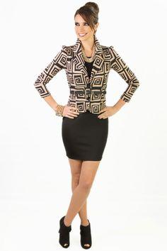 Una mujer moderna es una mujer KAMI.  Vestido Negro: Q.345 Chaqueta Moca: Q.315 Collar Dorado: Q.195 Pulsera Dorado: Q.125 Cincho Negro: Q.75 Zapatos Negros: Q.375