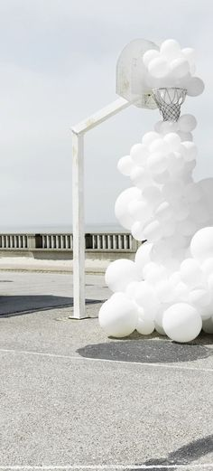 Reform / Kitchen / Art / Inspiration / Invasions - Charles Pétillon, An art installation with white balloons invading public space. A weird balloon cloud passes through a white painted basketball hoop. Charles Petillon, Palettes Color, Balloon Clouds, Instalation Art, 3d Fantasy, White Balloons, White Aesthetic, Jolie Photo, Hair Art