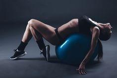 """A """"Szeresd a lábaid"""" edzés Brad Schoenfield fiziológus dolgozta ki, a fent említett szempontokat figyelembe véve. Ez az edzésmód akkor a leghatékonyabb, ha minden részét maximális odaadással elvégezzük."""
