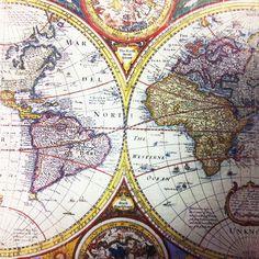 Dekorativ plåttavla med gammal karta på. 25 x 25 cm.