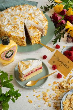 Eggnog cake from the world champion confectioners '' Raspberry meringue cake with Verpoorten Original '' - cake recipes with eggnog, Raspberry Meringue, Meringue Cake, Raspberry Recipes, Eggnog Cake, Eggnog Recipe, Original Cake Recipe, Gourmet Recipes, Cake Recipes, Naked Cakes