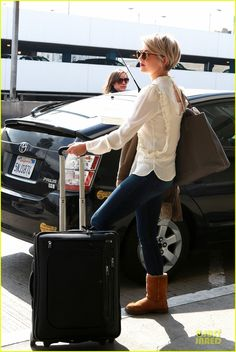 Julianne Hough - LOVE her new cut!!