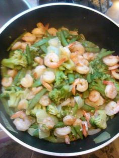 SHRIMP WITH BROCCOLI, ONIONS, GREEN PEPPERS, PEA PODS, GARLIC AND BUTTER