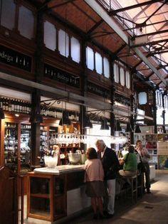Interior del Mercado de San Miguel de Madrid - España