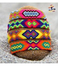 Pulseras MOFLYS Wayuu Thread Bracelets, Macrame Bracelets, Handmade Bracelets, Diy Friendship Bracelets Patterns, Summer Bracelets, Fabric Yarn, Crochet Bracelet, Beaded Jewelry Patterns, Bracelet Tutorial