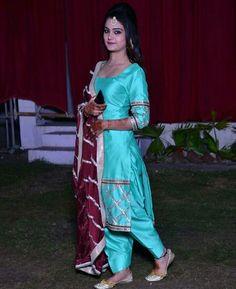 @manidrehar❤ Salwar Suits Party Wear, Punjabi Salwar Suits, Punjabi Dress, Salwar Kameez, Patiala Dress, Latest Punjabi Suits Design, Designer Punjabi Suits, Indian Designer Wear, Indian Suits