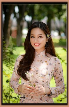 Vietnamese Traditional Dress, Traditional Dresses, Dresses With Sleeves, Long Sleeve, Fashion, Moda, Sleeve Dresses, Long Dress Patterns, Fashion Styles