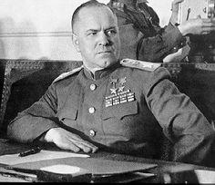 Gen. Georgy Zhukov comandante sul campo delle forze sovietiche dell\'Armata Rossa
