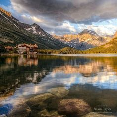 . Photograph by @ (Susan Taylor). Glacier National Park and thoroughly enjoyed my adventurous road trip there! Many Glacier Hotel is a historic building built in 1915 situated next to Many Glacier Lake offering incredible views.  #landscape#mountain#nationalpark#lake #glacier#morning by discovery.hd
