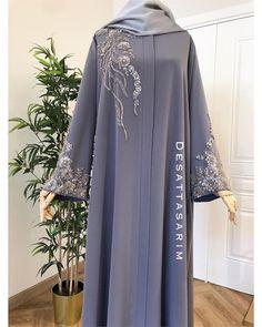 Muslim Women Fashion, Arab Fashion, Islamic Fashion, Hijab Style Dress, Abaya Style, Modest Outfits Muslim, Fancy Dress Material, Colour Combinations Fashion, Moslem Fashion