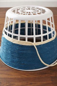 Turn That Ugly AF Laundry Basket Into Pretty Decor In 3 Easy Steps – organization – Home crafts Rope Crafts, Diy Home Crafts, Diy Crafts To Sell, Diy Crafts For Kids, Twine Crafts, Easy Diy Crafts, Cool Diy Projects, Craft Projects, Dollar Store Hacks
