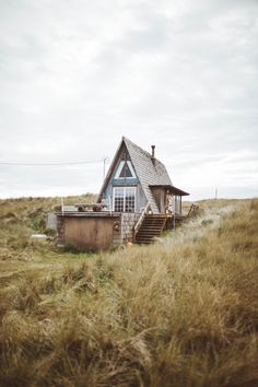 This cute little A-frame looks like a perfect retreat from a cramped city life #photography #TristanPaiige #greatoutdoors #roadtrip
