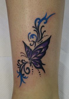 Tatouage papillon violet Tatouage papillon violet et ornement tribal . - Tatouage papillon violet Image de tatouage papillon violet et ornement tribal Lila Tattoos, Band Tattoos, Purple Tattoos, Feather Tattoos, Forearm Tattoos, Body Art Tattoos, Tribal Tattoos, Small Tattoos, Sleeve Tattoos