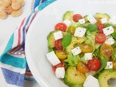 low-calorie salad with avocado, cheese, and tomatoes Avocado Salad, Caprese Salad, Fruit Salad, Cobb Salad, Low Calorie Salad, Blackhead Vacuum, Lose Fat, Potato Salad, Salad Recipes