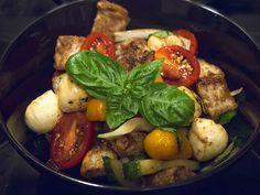 italian cuisine, panzanella with mozzarella, toscano salad, italyan mutfağı, italyan salatası