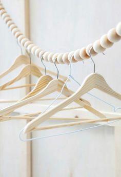 holz kleiderst nder selber bauen garderobe aufh ngen pinterest selbermachen und selber machen. Black Bedroom Furniture Sets. Home Design Ideas