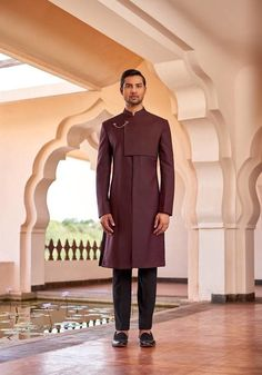 This burgundy sherwani with flap details and a fancy golden brooch is undoubtedly one regal choice for the fashion savvy grooms. Indian Men Fashion, Mens Fashion Suits, Groom Fashion, Wedding Kurta For Men, Desi Wedding, Wedding Decor, Indian Wedding Outfits, Wedding Dresses, Mens Traditional Wear