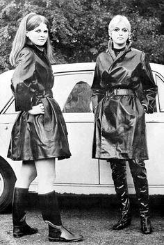 Raincoats For Women Wardrobes Rubber Raincoats, Raincoats For Women, Pvc Raincoat, Hooded Raincoat, Imper Pvc, Long Leather Coat, Bronze, Rain Wear, Autos