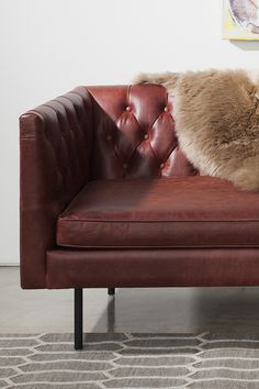 Tufted to perfection - the Chester takes the stage in Charme Oxblood leather.
