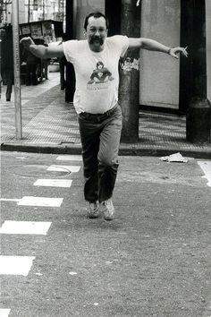 Paulo Leminski nas ruas de São Paulo em foto de 1983