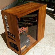 #Artisan #wooden #PC #vintage #project #special #woodenpc #custompc #nerd Wood Computer Case, Custom Computer Case, Gaming Computer Setup, Gaming Pc Build, Computer Build, Custom Computers, Raspberry Projects, Diy Pc, Custom Pc