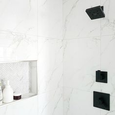 Design a Gorgeous Marble Shower (on a budget!) - THE SWEETEST DIGS Modern Marble Bathroom, Modern Bathroom Design, Bathroom Interior Design, Carrara Marble Bathroom, Black Bathrooms, Modern Shower, Bathroom Shower Faucets, Bathroom Spa, Master Bathroom