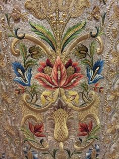 ~ Beautiful Jacobean Crewel Embroidery Using Gold Metallic Thread ~