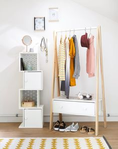 Discover 5 key ideas for furnishing a small space bedroom in your home with amazingly stylish and functional Maisons du Monde furniture. Corner Furniture, Teen Furniture, Wardrobe Furniture, Furniture Styles, White Furniture, Small Space Bedroom, Hanging Rail, Home Decor Bedroom, Soft Furnishings