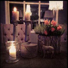 #anoitecer#entardecer#noite#boanoite#noite#luz#velas#luminarias#iluminação#iluminaçãodecorativa #light#lighting #lustre#flores#flawers#aconchego #aconchegante #relax #relaxtime #beauty #beautiful by brummalu