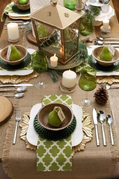 Very beautiful table settings!Check out these 8 harvest centerpiece ideas for a festive Thanksgiving! Fall Table, Thanksgiving Table, Christmas Tables, Thanksgiving Centerpieces, Beautiful Table Settings, Everyday Table Settings, Fall Decor, Holiday Decor, Holiday Candles