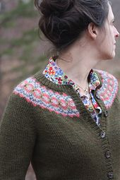 What a lovely simple cardi!Ravelry: Ellen Cardigan pattern by Amy Christoffers free pattern Fair Isle Knitting Patterns, Fair Isle Pattern, Sweater Knitting Patterns, Cardigan Pattern, Knit Patterns, Free Knitting, Loom Knitting, Stitch Patterns, Only Cardigan