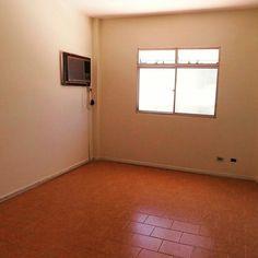 Apartamento à Venda em Guarapari com 2 Quartos  http://www.gilbertopinheiroimoveis.com.br/imovel/2226/apartamento-guarapari--sao-judas-tadeu  Apartamento à venda no São Judas em Guarapari com 2 quartos, sala, cozinha, banheiro social, área de serviço, 2 vagas de garagem.