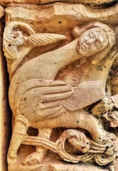 Revilla de Orejana, San Juan - El Arenal - Arpía, detalle de la portada occidental de la galería porticada