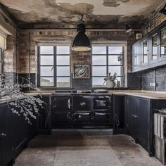 Tips For Styling A Modern Rustic Kitchen – Warehouse Home. British company with very interesting decor options for a rustic kitchen. I find this is a little too dark for me but I do love the stove. Leicester, Rustic Kitchen, Kitchen Decor, Kitchen Ideas, Owl Kitchen, Happy Kitchen, Kitchen Tips, British Standard Kitchen, John Lewis