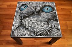Mesa de mosaico, con un dibujo diferente, ideal para el patio.  Mosaic Cat Table or Wall Picture by BlueCatMosaic on Etsy …