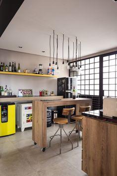 Álbum ideias para casa de Thiago Ramos | Habitissimo Industrial Interior Design, Industrial Interiors, Industrial House, Small Apartments, Bars For Home, Kitchen Set Up, Kitchen Benches, Kitchen Dining, Kitchen Decor