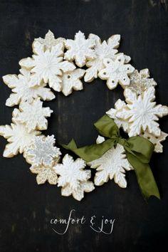 Christmas/ winter decor ideas. Snowflakes.  15 Wonderful Winter Wreaths