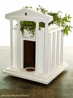 Obama Dog Home, the First dog, also lives in its white eco-friendly house. Roof Design, House Design, Airline Pet Carrier, Living Roofs, Pet Furniture, Eco Friendly House, Animal House, Dog Houses, Dog Friends