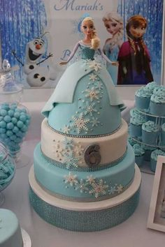 elsa bday cake by isabelle Bolo Frozen, Torte Frozen, Frozen Doll Cake, Frozen Theme Cake, Disney Frozen Cake, Frozen Dolls, Disney Cakes, Elsa Doll Cake, Frozen Birthday Party