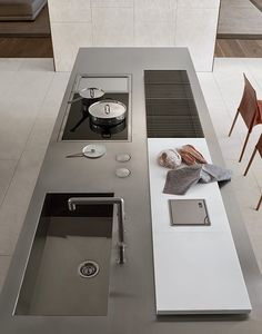 Varenna kitchen -dark inox
