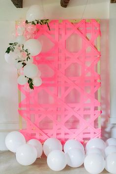 Wicker and rattan lovers, this one if for you! Make a giant cane weave backdrop … Wicker and rattan lovers, this one if for you! Make a giant cane weave backdrop Grad Parties, Holiday Parties, Birthday Parties, Party Kulissen, Party Time, Casino Party, Anniversaire Luau, Diy Backdrop, Backdrop Event