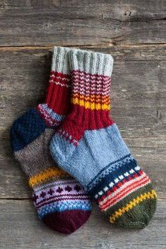 Magic Socks: Make Your Winter Colds Disappear Knitting Socks, Hand Knitting, Knitting Patterns, Knit Socks, Woolen Socks, Colorful Socks, Knitting Accessories, Christmas Knitting, Knitting Projects