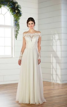 by Essense of Australia A sweet style, this simple wedding dress with an off-the-shoulder neckline from Essense of Australia is perfect for the no-fuss bride. The post by Essense of Australia appeared first on Brautschleier. Size 12 Wedding Dress, Wedding Dress Gallery, Classic Wedding Dress, Wedding Dresses For Sale, Bridal Dresses, Wedding Gowns, Bridesmaid Dresses, Wedding White, Tulle Wedding