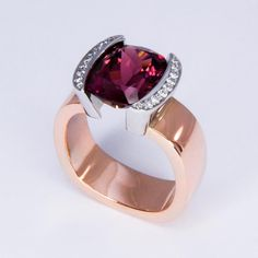 diamond and rubellite red gold ring by Daniel Moesker jewelry