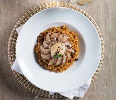 Arroz cremoso de presa ibérica y shiitake con mayonesa de foie Chefs, Risotto, Ethnic Recipes, Food, Creamy Rice, Legumes, Vegetables, Ethnic Food, Cook
