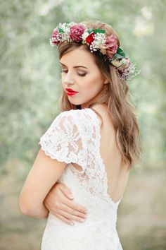 Liah Roebuck Bridal Design is located in New Plymouth, New Zealand. Designing and creating your dream custom wedding dress. Flower Tiara, Flower Crown Wedding, Flower Headpiece, Flower Crowns, Casco Floral, Wedding Attire, Wedding Dresses, Flower Crown Hairstyle, Wedding Expenses