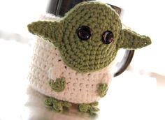 Taza de café de Yoda acogedor por PaisleyPoppyDesigns en Etsy