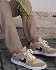 Dr Shoes, Hype Shoes, Me Too Shoes, Sneakers Mode, Sneakers Fashion, Fashion Shoes, Beige Sneakers, Aesthetic Shoes, Fresh Shoes